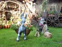 Керамични фигурки магаренце, мишка и охлюв, Семеен Хотел М&С Буров Панагюрище