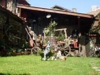 Полянка в двора, Семеен Хотел М&С Буров Панагюрище