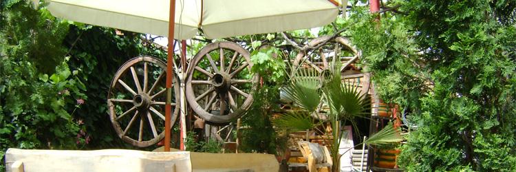 Семеен хотел М&С Панагюрище, Под чадъра